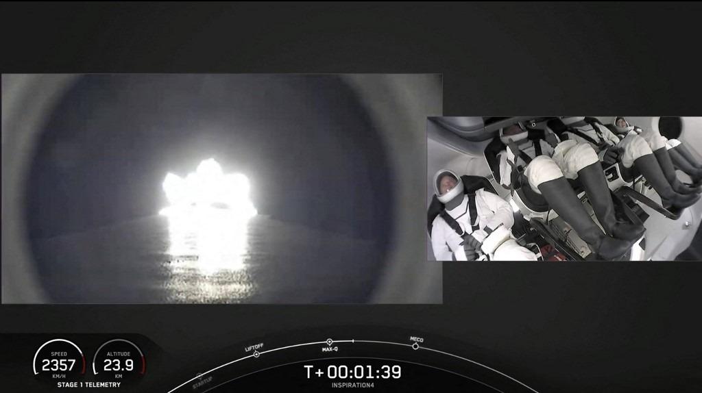 Cápsula de SpaceX despega en EE. UU. con la primera misión de civiles al espacio   Foto: AFP.